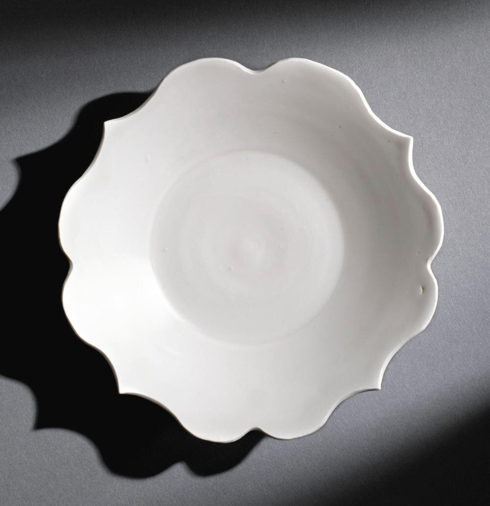 A white-glazed foliate-rimmed dish, 10th century