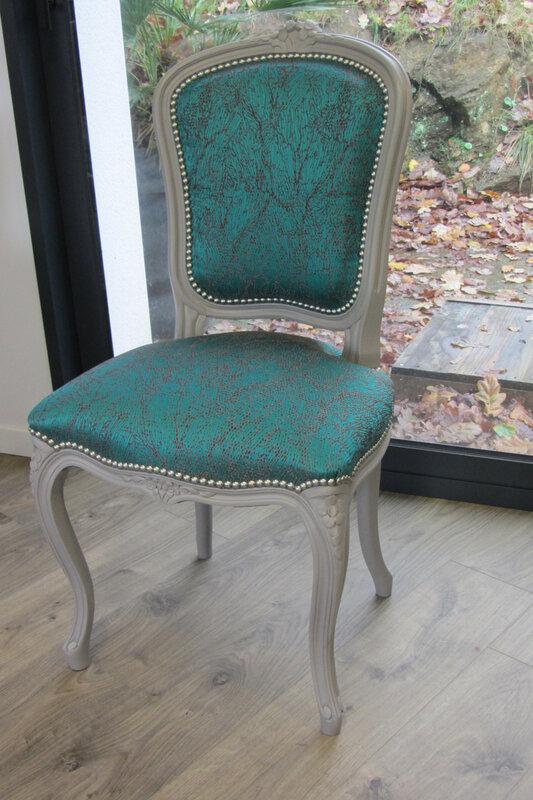 chaise Louis XV retapissée côté sièges