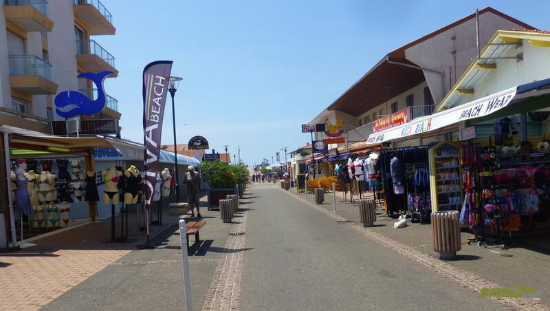 Photo-rue-de-la-plage-Biscarrosse-plage