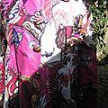 Ciré AGLAE en coton enduit fleuri rose fushia fermé par 5 pressions dissimulés sous des boutons recouverts assortis (4)