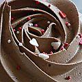 cup cake chocolat et coeurs - Copie