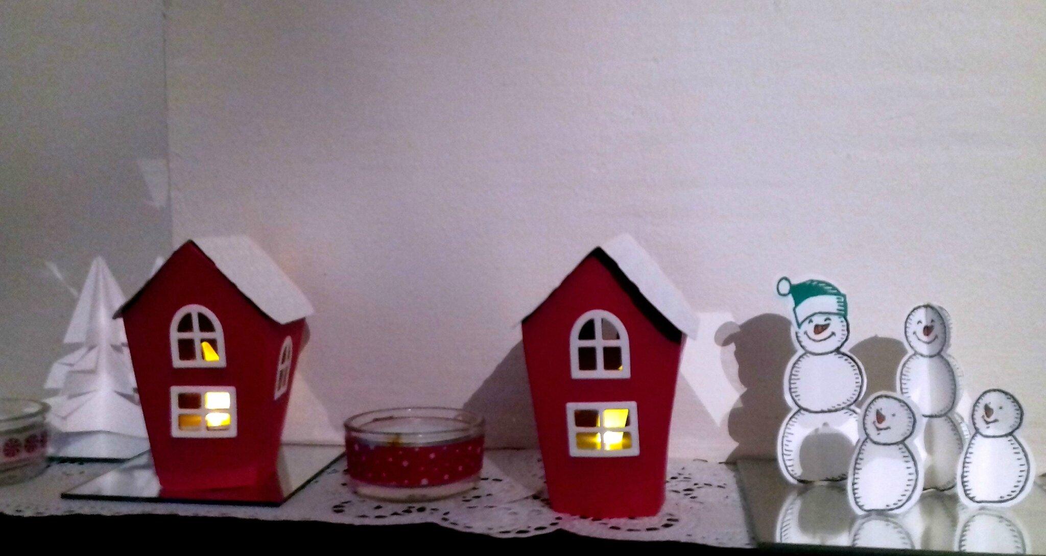 J - 9 - Maisons de Noël