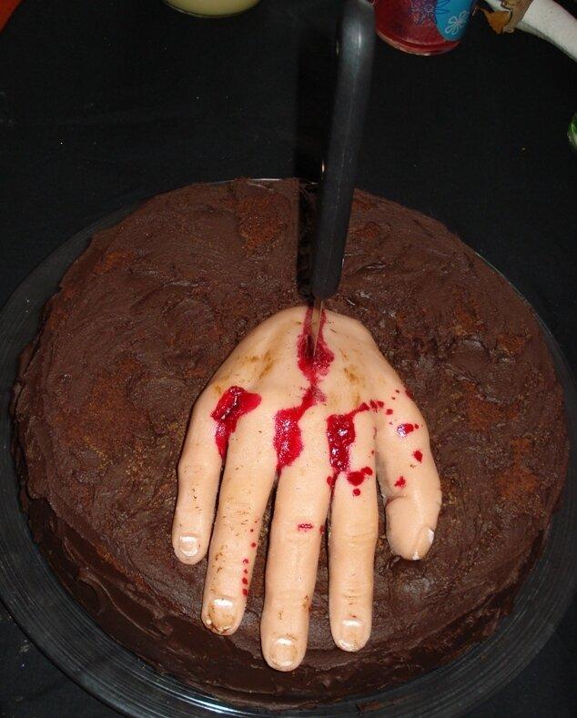 Gâteau Main ensanglantée