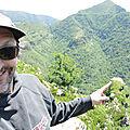 Jénorme nous montre la falaise des vautours (64)