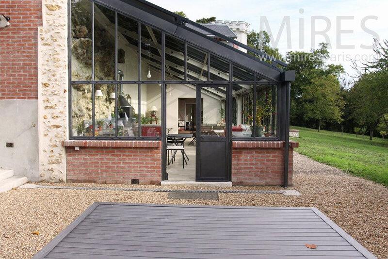 amenager-une-veranda-en-piece-a-vivre-a-longue-veranda-brique-et-metal-c775-mires-paris-de-amenager-une-veranda-en-piece-a-vivre