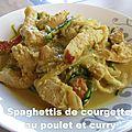 Spaghettis de courgette au poulet et curry