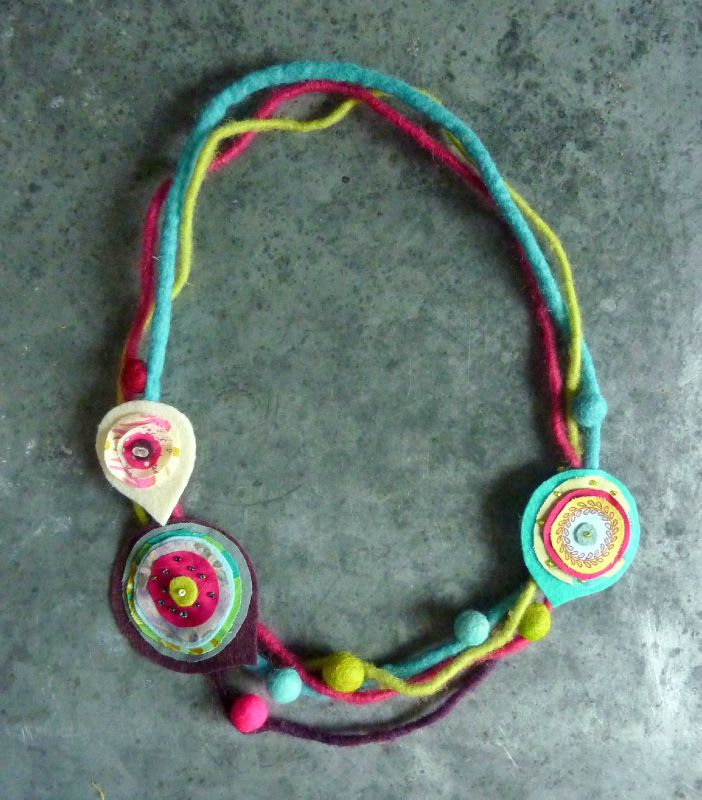 Collier laine mi-long - turquoise et violet