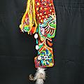 tiny totem peint sur écorce de pin flottée