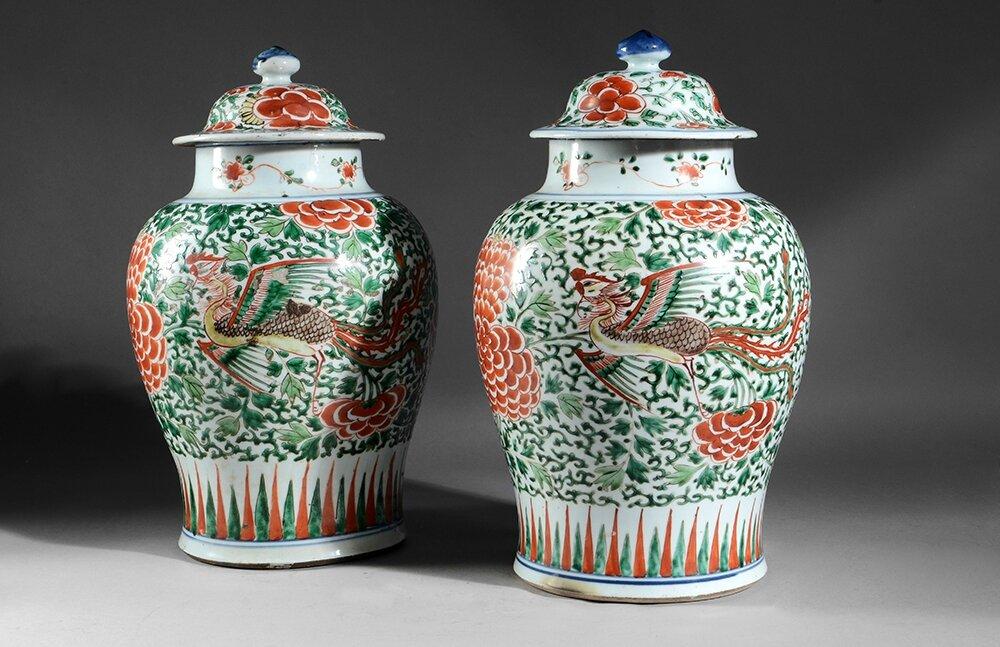 Paire de potiches couvertes en porcelaine wucai, Chine, période Transition, XVIIe siècle