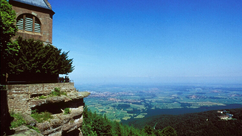 sur-le-mont-saint-odile-un-mur-enigmatique