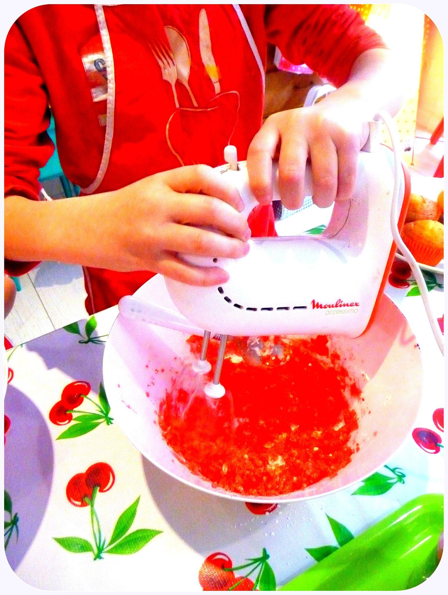beurre, sucre glace, arôme et colorant alimentaire...