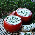 Les tomates au fromage frais et aux herbes