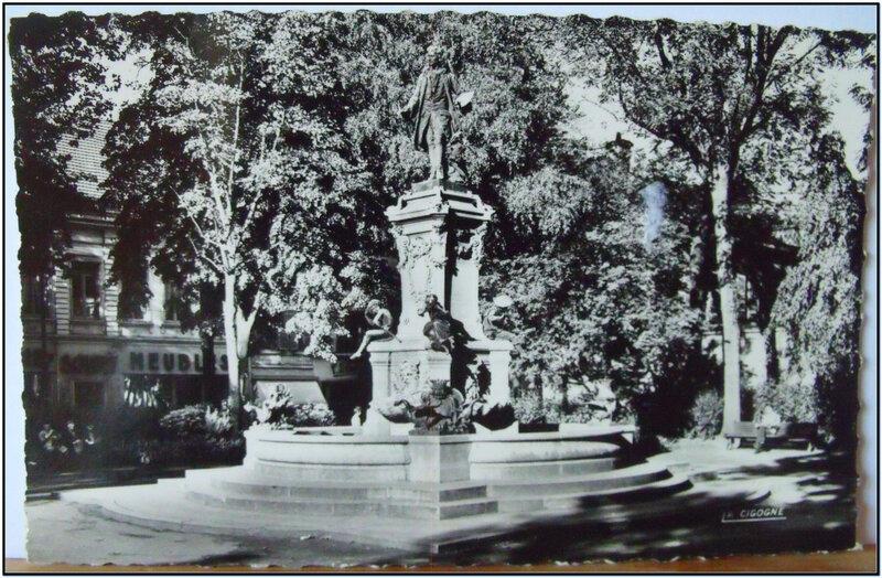 Valenciennes - le monument Watteau