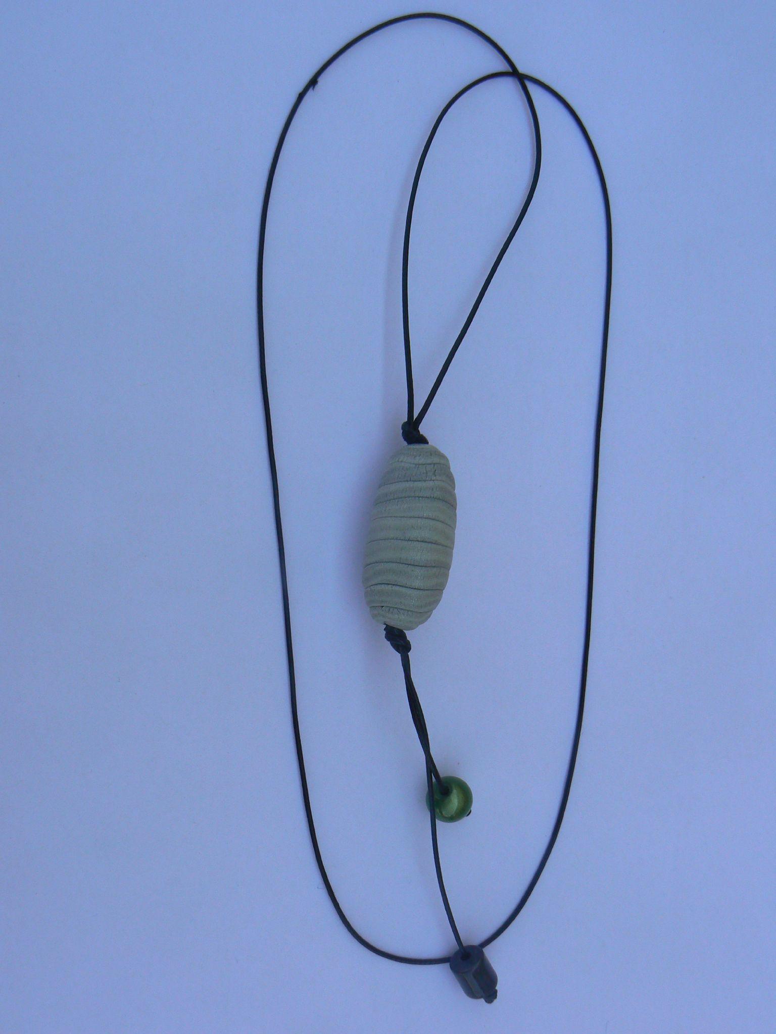 collier et pendentifs une grosse perles 021