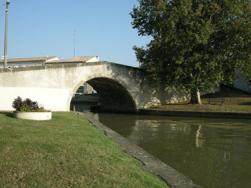 CASTELNAUDARY Pont sur le Canal du Midi