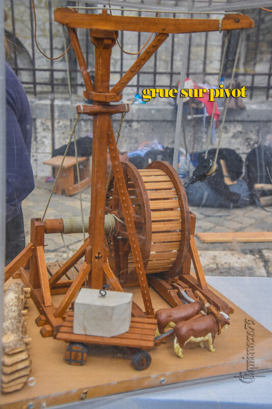 grue sur pivot A history of Chartres Cathedrale – Time Travel
