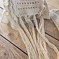 Envie d'un petit sac bohème : besace au crochet avec des longues franges