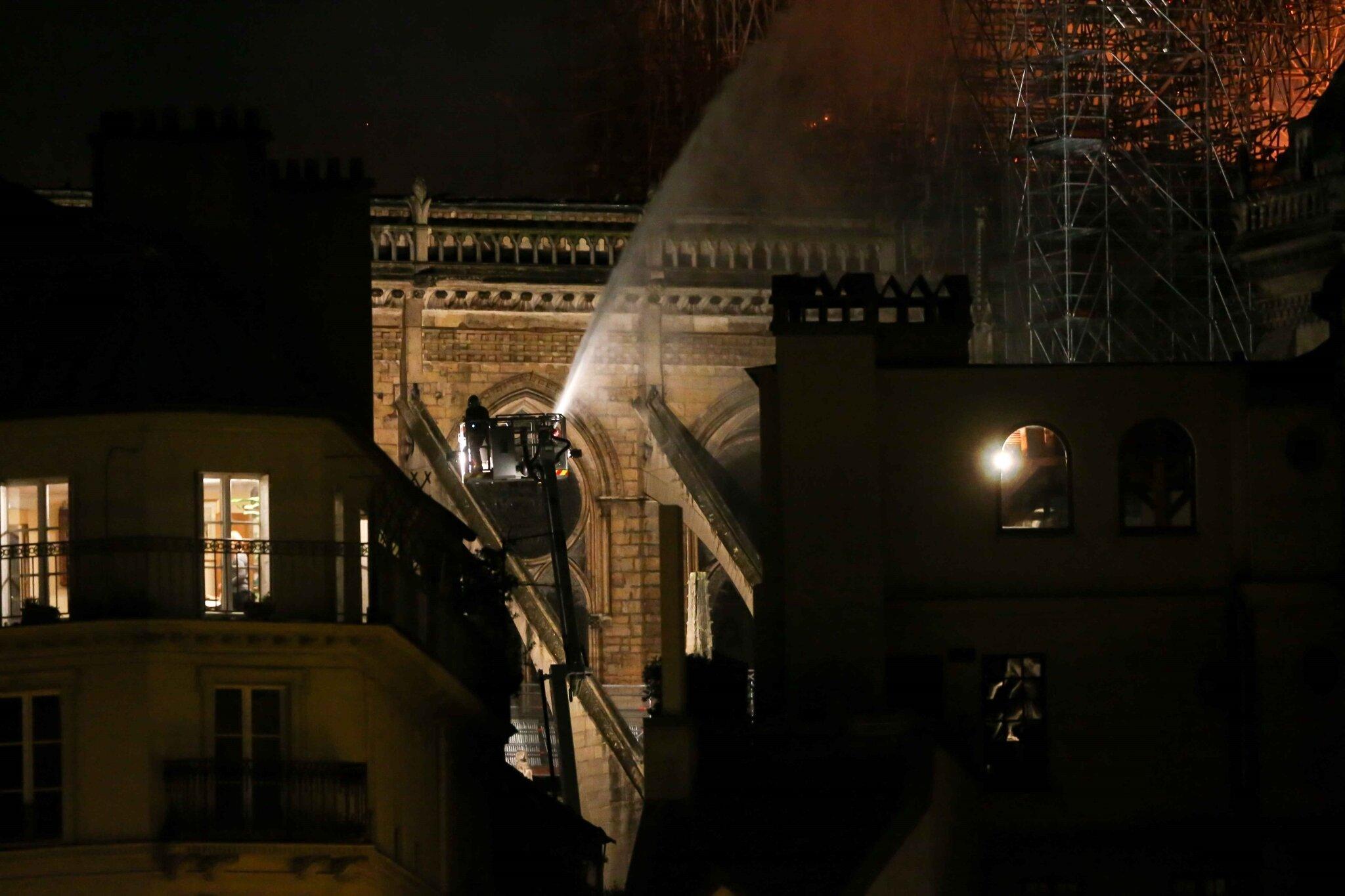 Incendie de Notre-Dame de Paris : la France pleure sa cathédrale. © Michel Stoupak. Lun 15.04.2019, 20h52m12.
