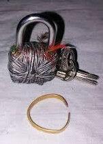 Attachement d'amour avec cadenas