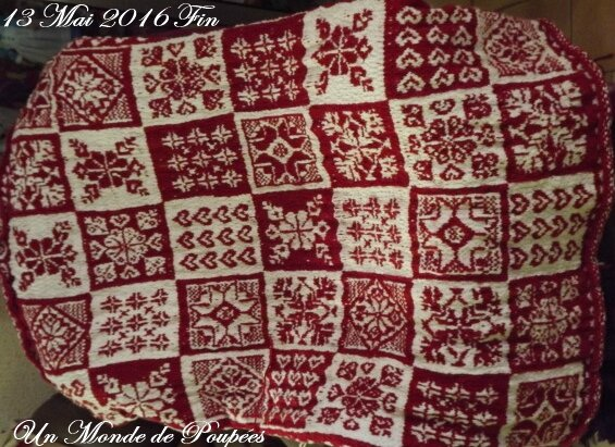 17) La couverture Jacquard rouge est FINIE............