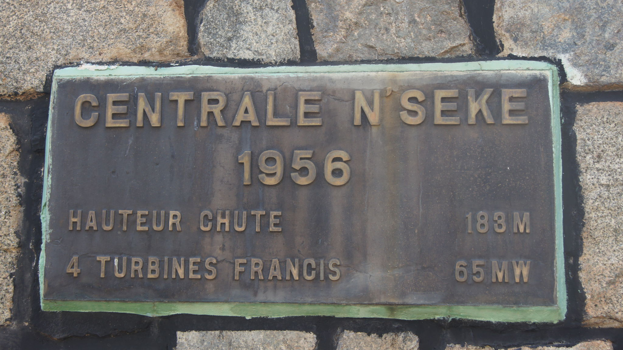 Plaque inaugurale de la centrale de N'Seke
