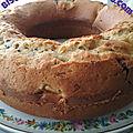 Gâteau au yaourt grec aux brugnons, pépites de chocolat et à l'huile d'olive