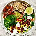 Buddha bowl : truite marinée, soba au sésame et salade colorée