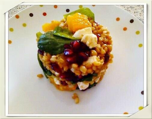 Salade de Petit Epeautre avec suprêmes d'Orange, grains de Grenade, Feta, Mâche et Vinaigrette au miel et à l'orange