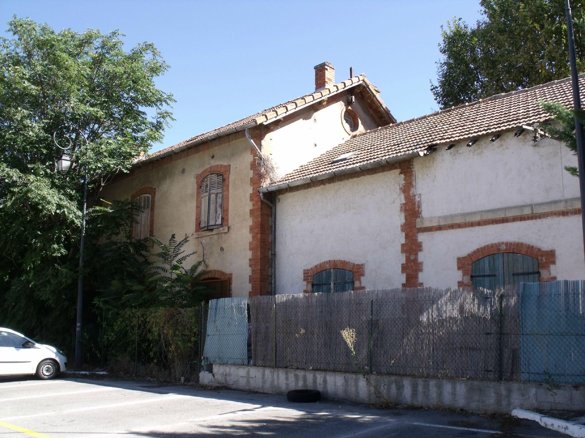 Meyrargues gare de la ligne à voie métrique des Chemins de Fer de Provence (Bouches-du-Rhône)
