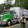 Attention, laissez passer les camions de recyclage du papier !