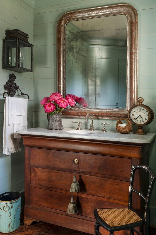 farmhouse-powder-room-ideas-powder-room-farmhouse-with-repurposed-lever-handles