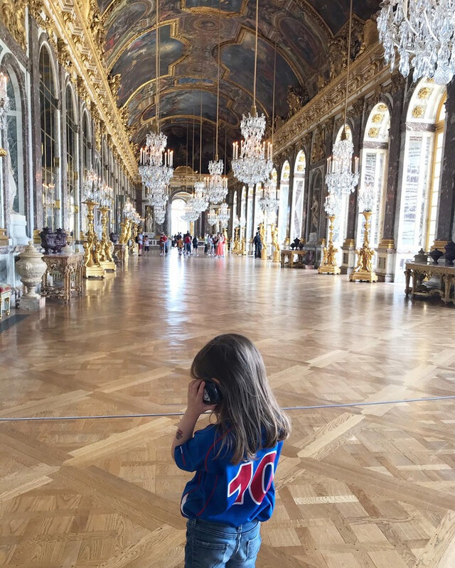 Tiny dans la Galerie des Glaces ©Kid Friendly