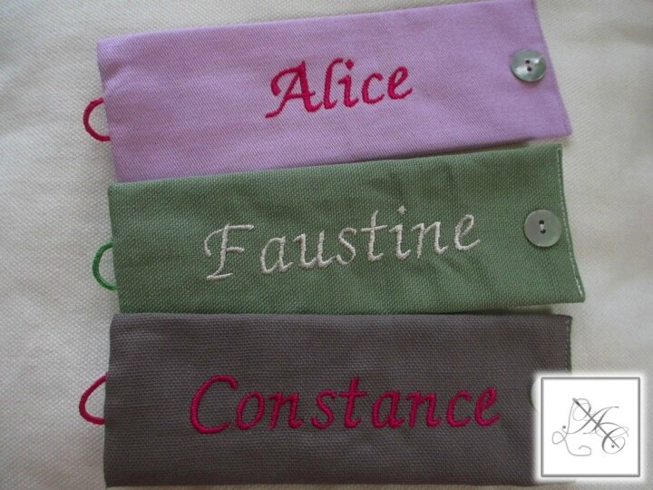 Ronds parme/fuchsia, vert/beige, taupe/fuchsia, broderie ABC n°4