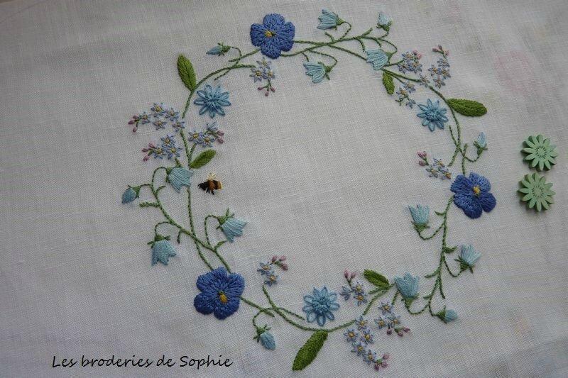 Couronne de fleurs bleues kazuko Aoki (1)