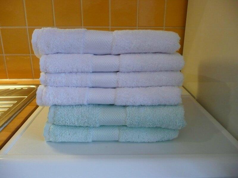 linge de toilette linge de table draps et taies d 39 oreiller pas de premi re utilisation avant. Black Bedroom Furniture Sets. Home Design Ideas