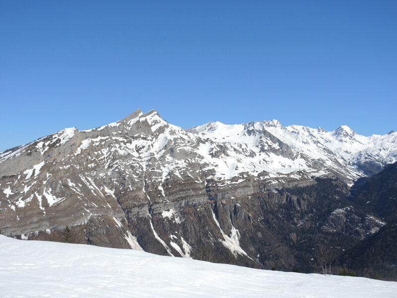 E) Lac d'Er, vue sur le pic et le massif de Cézy (64)