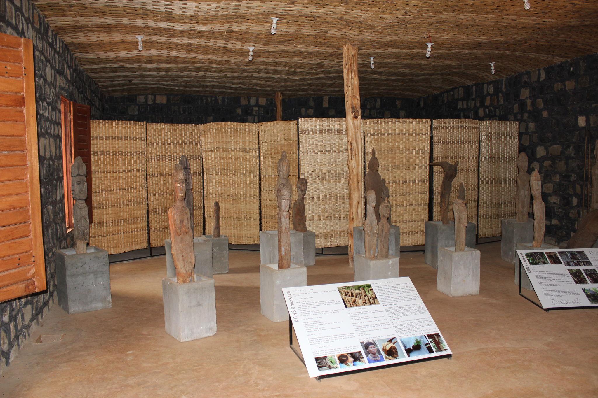 wakas (statues funéraires) au musée de Konso