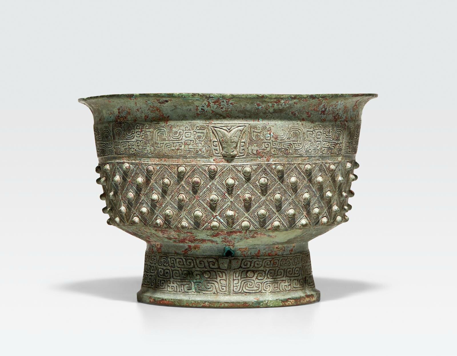 A rare archaic bronze ritual food vessel, Shi yu, Late Shang dynasty