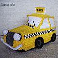 taxi-jaune-crochet-cote2