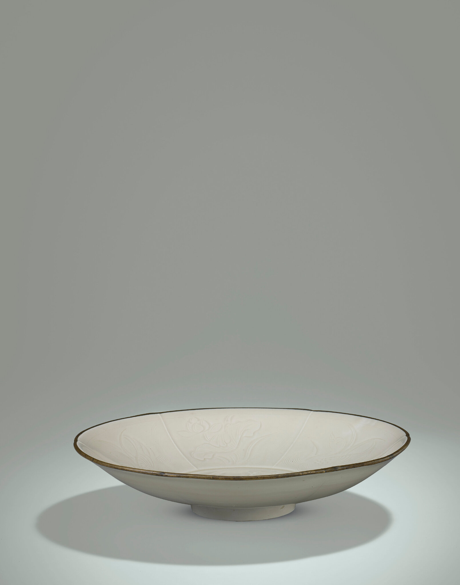 2014_HGK_03323_3211_001(an_important_fine_and_rare_ding_floral-lobed_shallow_bowl_northern_son)