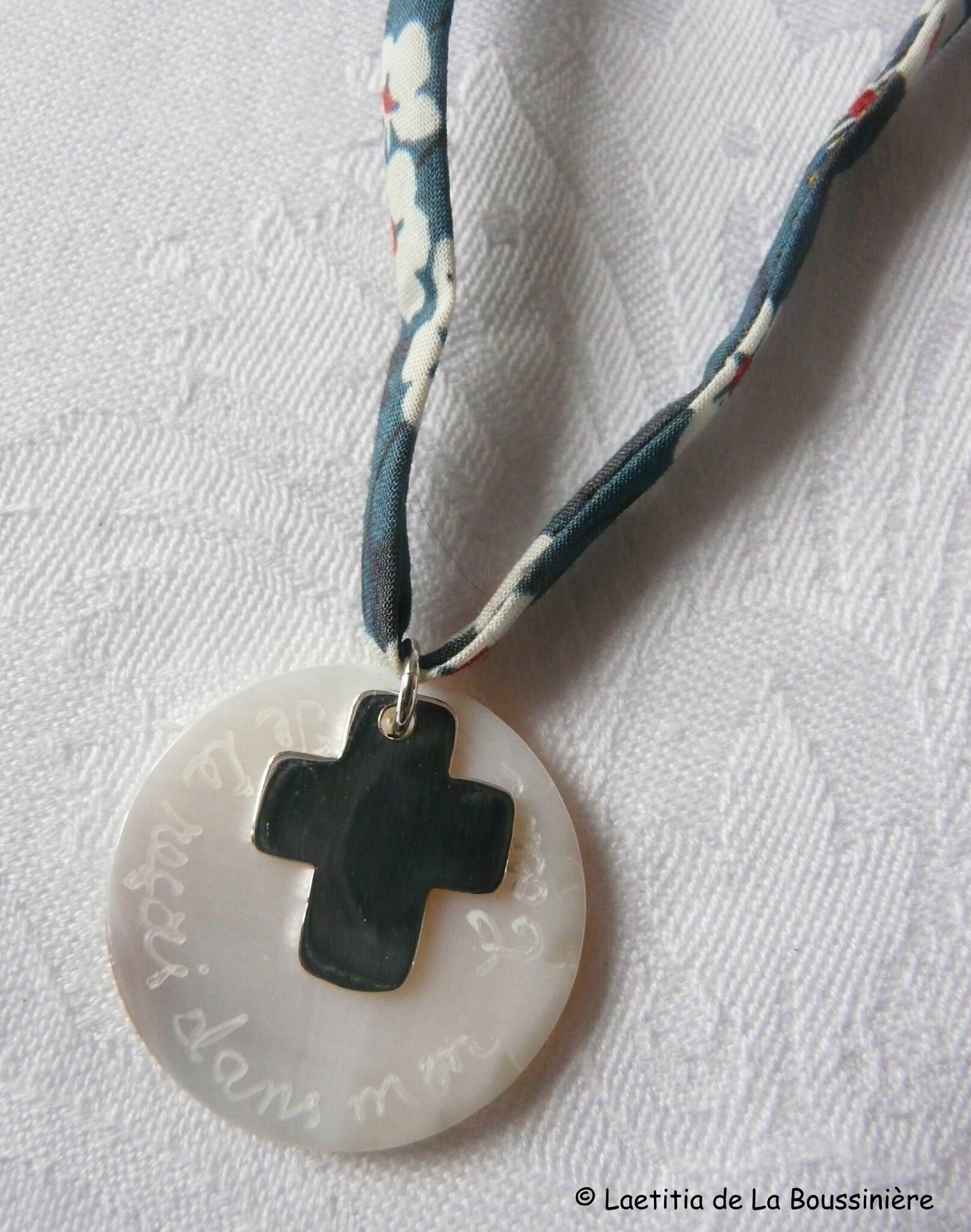 Collier de Communion (sur ruban Misti indigo)