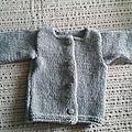 pull bébé gris