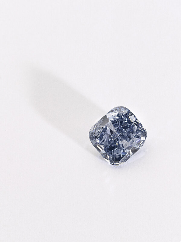 Fancy Vivid Blue diamond, 3