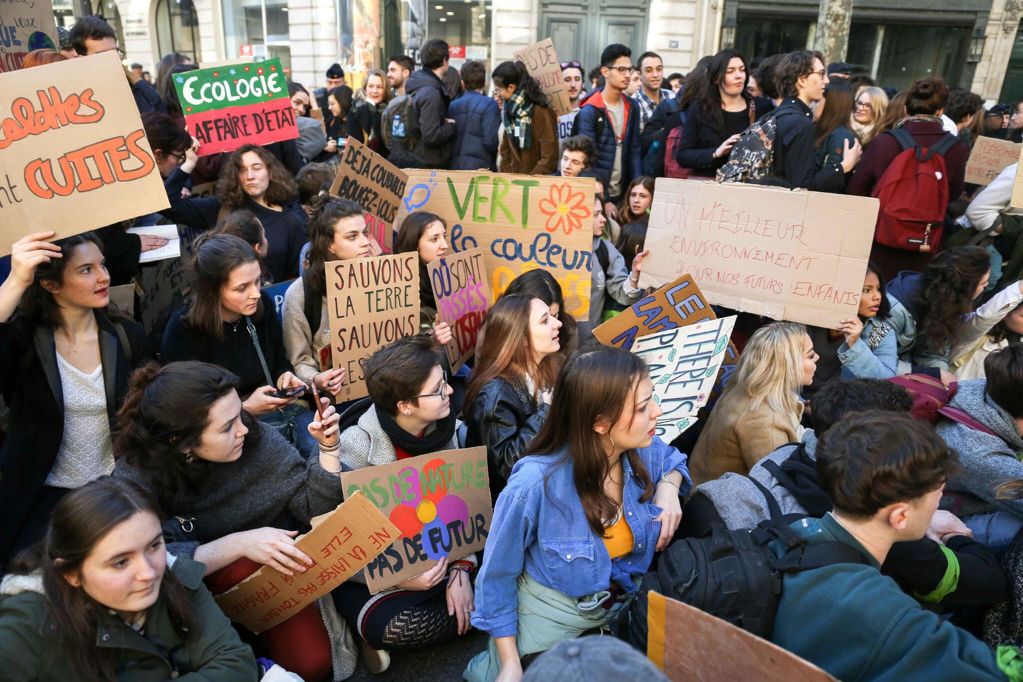 Timide début de mobilisation des jeunes pour le climat à Paris. © Michel Stoupak. Ven 15.02.2019, 14h27m05.