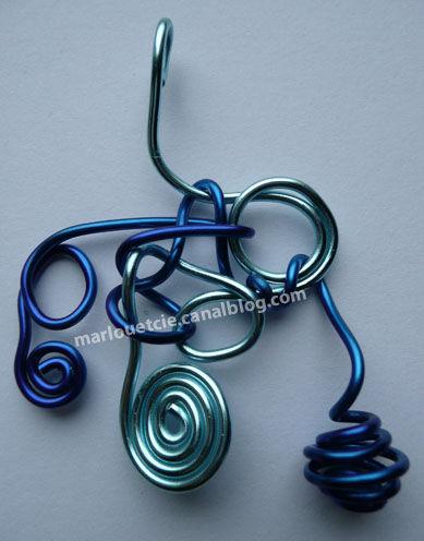 pendentif bleus