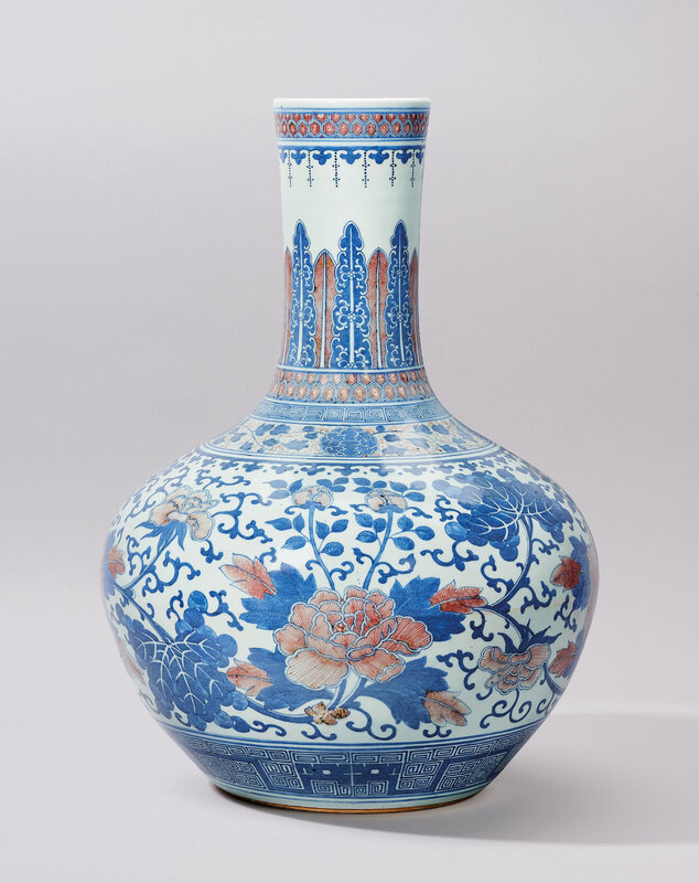 2019_HGK_16695_0187_000(a_copper-red_decorated_and_underglaze-blue_peony_vase_tianqiuping_qing)