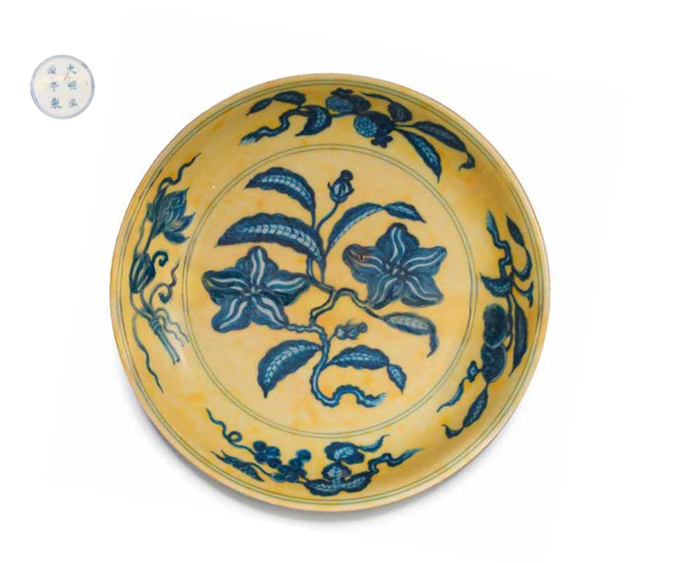 A rare underglaze-blue yellow-ground 'gardenia' saucer-dish, Hongzhi six-character mark and of the period (1488-1505)