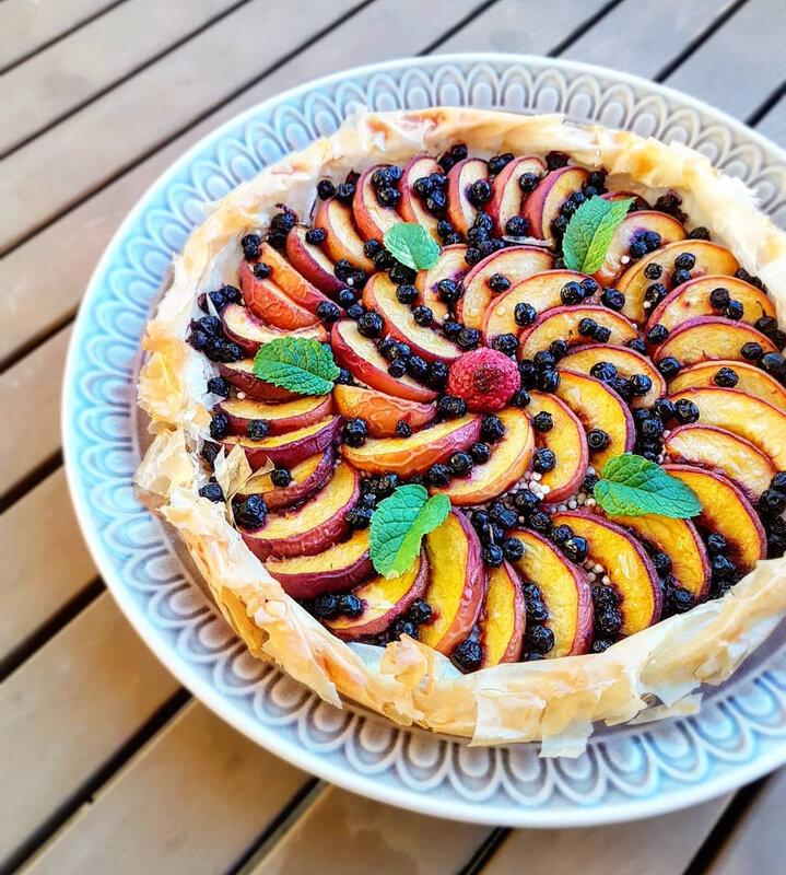 chez cathytutu cyril lignac tous en cuisine tarte fine aux peches et myrtilles tapioca perle du japon miel beurre brick filo facile