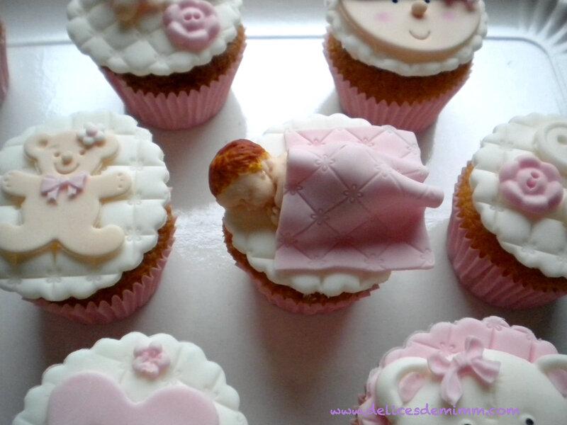 Un gâteau et des cupcakes pour une baby shower 2