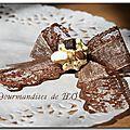 Broche ''Gourmandises et dentelles'' marron